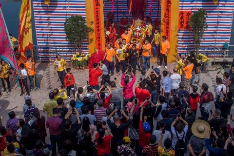鹤山市古劳镇麦水举行游神传统民俗活动